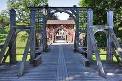 De poort en de brug van het kasteel stock afbeelding