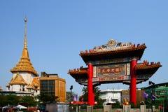 De Poort en Wat Traimit van de Chinatown Stock Afbeeldingen