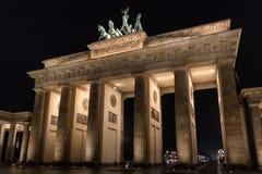 De Poort van Brandenburg in Berlijn bij nacht Royalty-vrije Stock Afbeeldingen