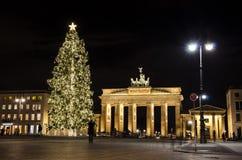 De poort van Brandenburg bij Kerstmis Stock Foto's