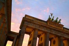 De Poort van Brandenburg bij schemer Stock Fotografie