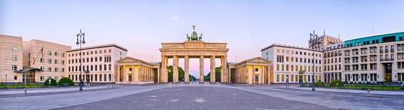 De Poort van Brandenburg in panorama, Berlijn, Duitsland Royalty-vrije Stock Foto