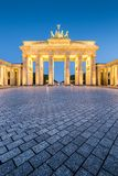De Poort van Brandenburg in Schemering, Berlijn, Duitsland royalty-vrije stock foto