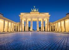 De Poort van Brandenburg in schemering bij dageraad, Berlijn, Duitsland stock fotografie