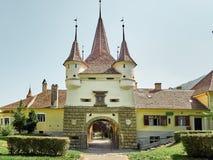 De Poort van Catherine ` s is slechts originele stadspoort om van middeleeuwse tijden in Brasov, Roemenië overleefd te hebben Stock Afbeelding