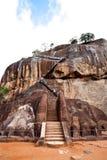 De poort van de leeuw bij de rots van de sigiriyaleeuw Royalty-vrije Stock Foto's