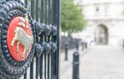 De poort van de parkingang in Victoria Embankment, Londen Royalty-vrije Stock Fotografie
