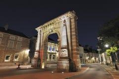 De poort van de stad in Beaune, Frankrijk Stock Afbeeldingen