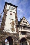De poort van de stad in Freiburg, Duitsland stock afbeelding