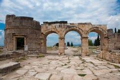 De poort van Domitian in Hierapolis Stock Foto's