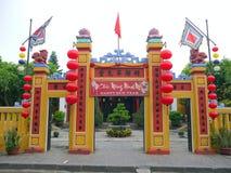 De poort van een traditionele tempel van de landgod stock fotografie