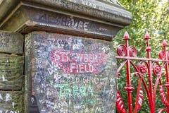 De poort van het aardbeigebied in Beaconsfield-Road in Woolton, Liverpool Stock Foto's