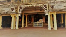 De poort van de het Paleisingang van Mysore maar geen ingang Stock Afbeeldingen