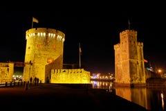 De poort van La Rochelle bij nacht Royalty-vrije Stock Foto's