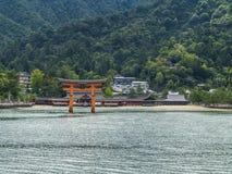 De Poort van Miyajimatorii en Itsukushima-Heiligdom Royalty-vrije Stock Foto's