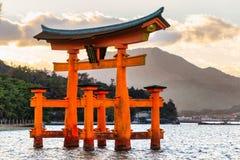 De poort van Miyajimatorii, Japan Stock Foto