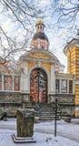 De poort van Nikolskoe-Begraafplaats van Alexander Nevsky-lavra Stock Afbeeldingen