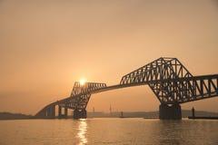 De Poortbrug van Tokyo bij schemer Stock Foto