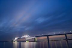 De Poortbrug van Tokyo bij schemer Stock Foto's
