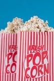 De popcorn, krijgt uw verse popcorn Stock Foto's