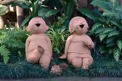 De poppen van klei worden gemaakt die royalty-vrije stock foto's