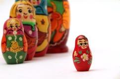 De poppen van Matryoshka op witte achtergrond Royalty-vrije Stock Afbeeldingen