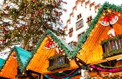 De populaire toeristische attractie van de Kerstmismarkt in Frankfurt-am-Main, Duitsland Stock Foto's