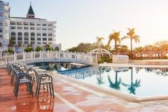 De populaire toevlucht Amara Dolce Vita Luxury Hotel Met pools en waterparken en recreatief gebied langs de overzeese kust stock foto