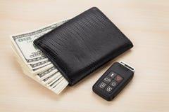 De portefeuille van het geldcontante geld en auto verre sleutel Stock Afbeelding