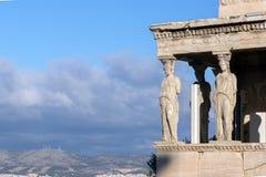 De Portiek van de Kariatiden in Erechtheion een oude Griekse tempel aan de het noordenkant van de Akropolis van Athene, Griekenla Stock Afbeeldingen