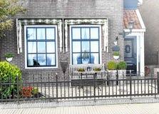 De portiek van een buitenhuis royalty-vrije stock afbeelding