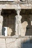 De Portiek van de Kariatiden in Erechtheion bij Akropolis van Athene, Attica, Griekenland stock afbeeldingen