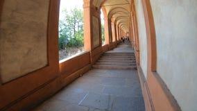 De portiek van San Luca ` s het lopen stock video
