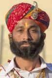 De portretmensen die traditionele Rajasthani-kleding dragen nemen aan M. deel Woestijnwedstrijd als deel van Woestijnfestival in  Stock Foto