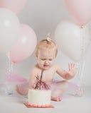 De Portretten van één Éénjarigenverjaardag met Ineenstortingscake royalty-vrije stock foto