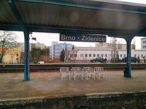 De post BRNO-Zidenice van het spoorwegplatform stock afbeelding