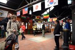 De post is de meest zuidelijke spoorweg in de wereld op de rand van de Aarde Stock Fotografie