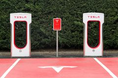 De post en het parkeren van de Teslacompressor Stock Fotografie