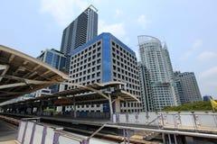 De post van Bangkok skytrain stock afbeeldingen