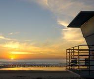 De post van de badmeester bij Zonsondergang Stock Fotografie