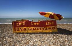 De post van de badmeester op het strand zonnige weer Stock Afbeeldingen