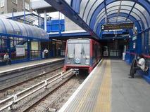 De post van de boogkerk DLR Stock Foto
