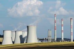 De post van de bruinkoolelektrische centrale op het gebied Stock Fotografie