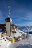 De post van de kabelbaan in alpen Stock Afbeelding
