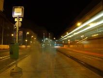 De post van de tram bij nacht Stock Foto
