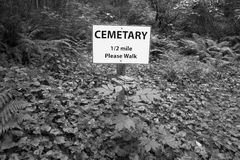 De post van het begraafplaatssignaal in bosvancouver canada Royalty-vrije Stock Foto's