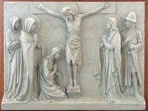 12de Post van het Kruis - de matrijzen van Jesus op het kruis Stock Fotografie