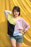 De post van het meisje voor foto Stock Fotografie