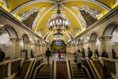 De post van de Komsomolskayametro in Moskou, Rusland stock afbeeldingen