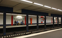 De post van Rathaus van U -u-bahn (metro) in Hamburg Stock Foto
